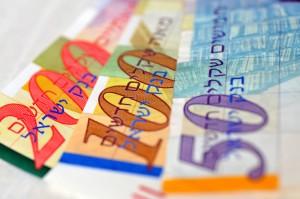מגנטים לאירועים מחיר - תמונה של שטרות כסף ישראלים שמראים שאפשר להשיג מגנטים לאירועים בזול