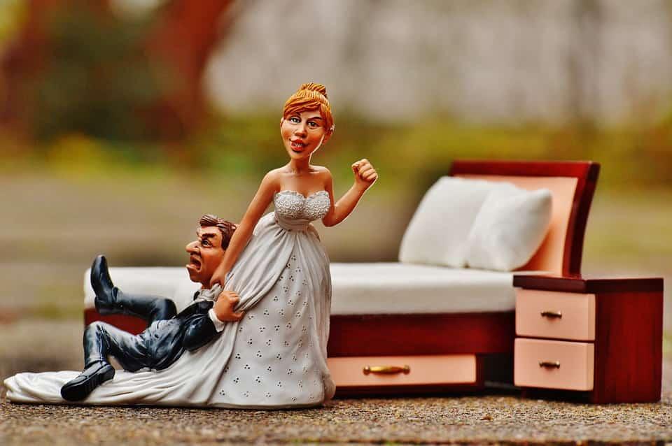 בובת כלה מושכת חתן לחתונה ולעשות מגנטים לאירועים בנהריה במחיר זול