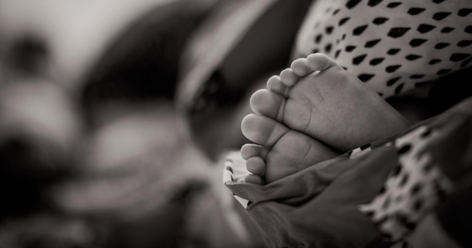 תמונה של רגליים של תינוק